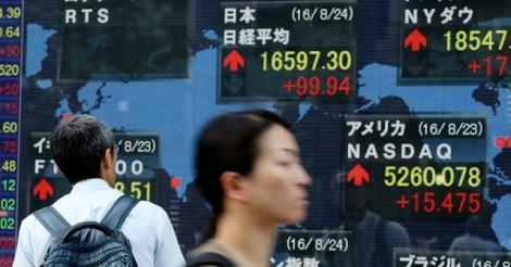 Asian markets struggle, oil losses widen on glut woe